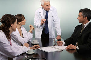 medical-practice-staff-meeting-600x400