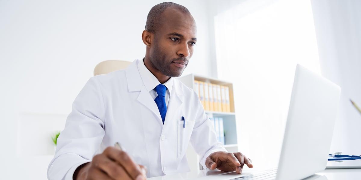 physician-writing-report_soc